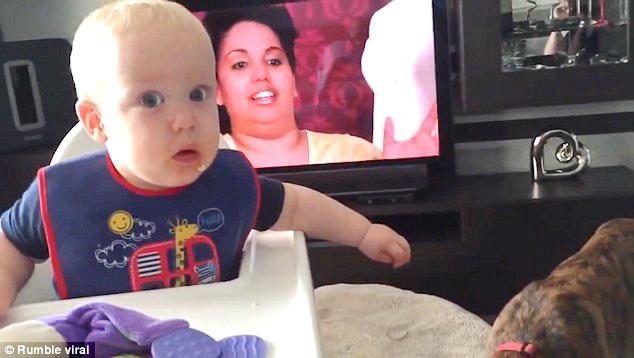 Το μωρό, το μπισκότο και τα Boxer ! (2)